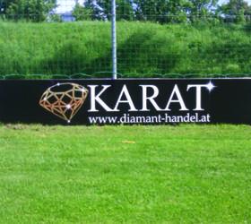 Alphasign-Schild-Karat-Fussbalplatz